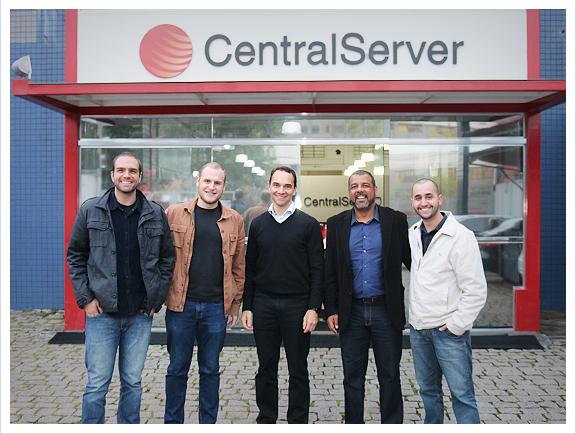 Empresários participantes do programa Endeavor Conecta visitam a CentralServer